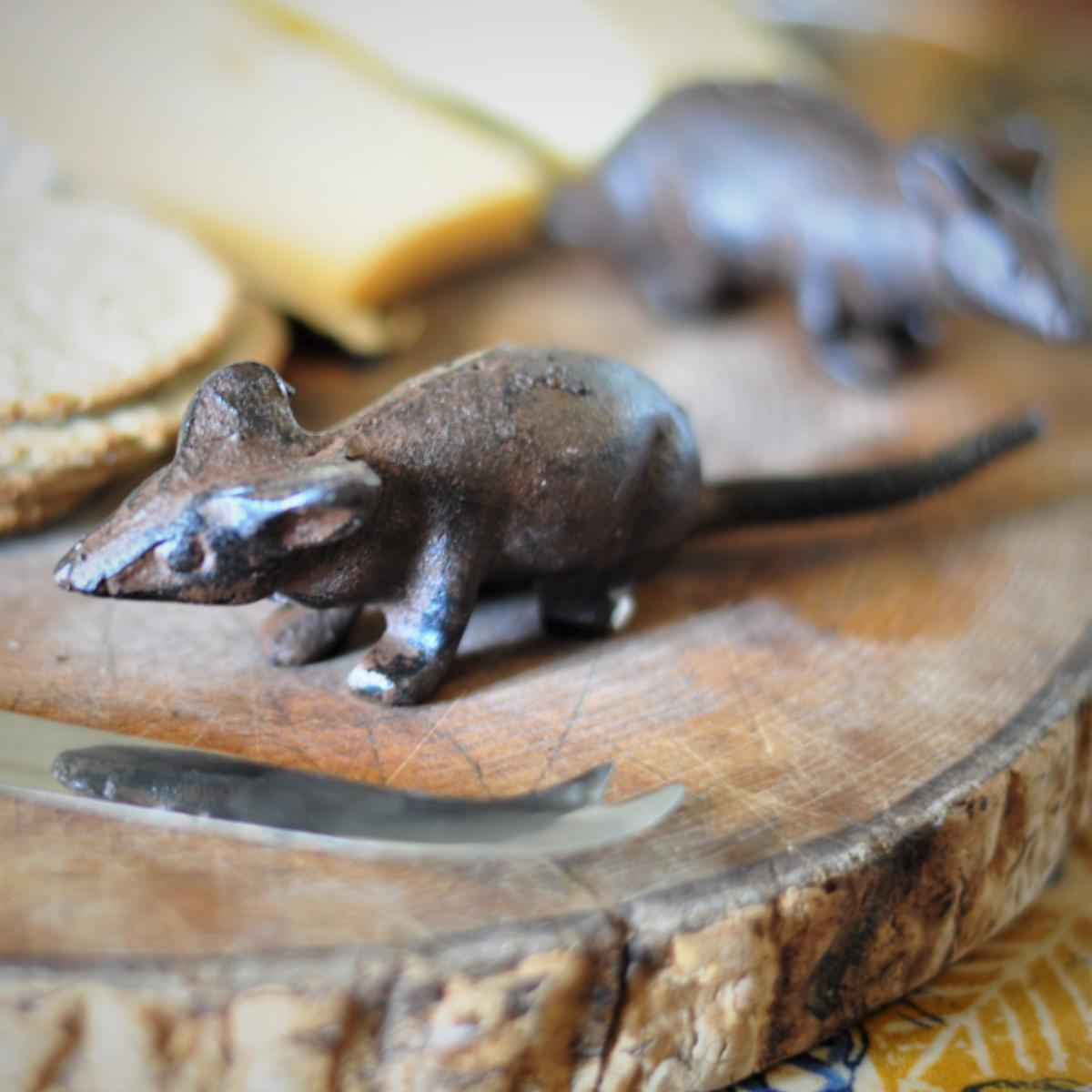 Adobe Cast Iron Sitting Mouse Ornament