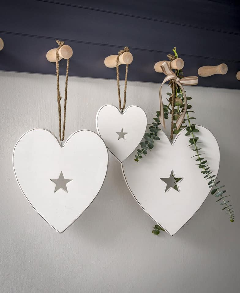 Retreat White Heart Hanger (Various Sizes)