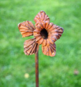 Poppyforge Daffodil Ready to Rust Stake