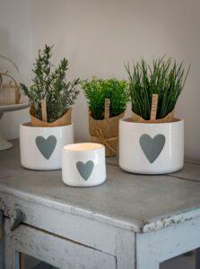 Retreat White Pot with Grey Heart