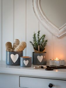 Retreat Grey Pots with White Heart