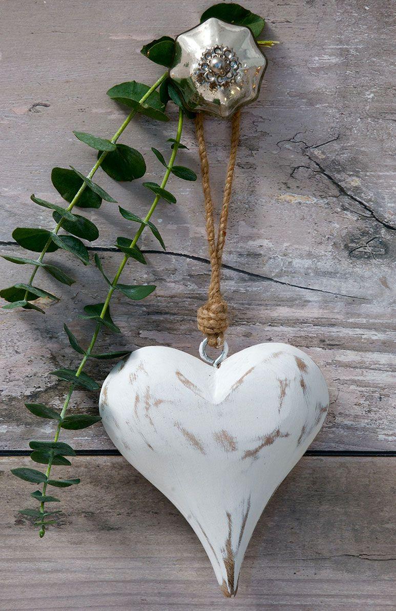 Retreat Vintage White Wood Heart