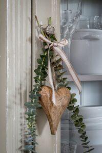 Retreat Vintage Natural Wood Heart